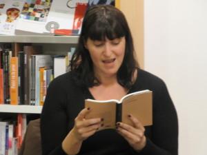 Ester llegint